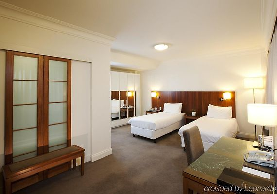 **** HOTEL MAJESTIC ROOF GARDEN, ADELAIDE ****